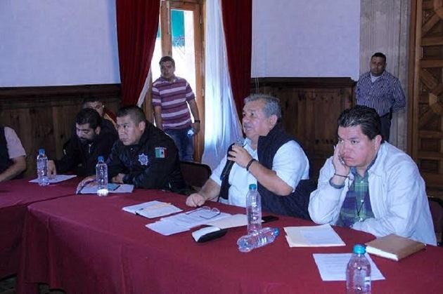 Durante la reunión, el diputado por el distrito XIV de Uruapan Norte, añadió que una parte del distrito que representa está compuesto por comunidades indígenas, lo que le confiere un mayor compromiso para propiciar una mejor calidad de vida de los ciudadanos