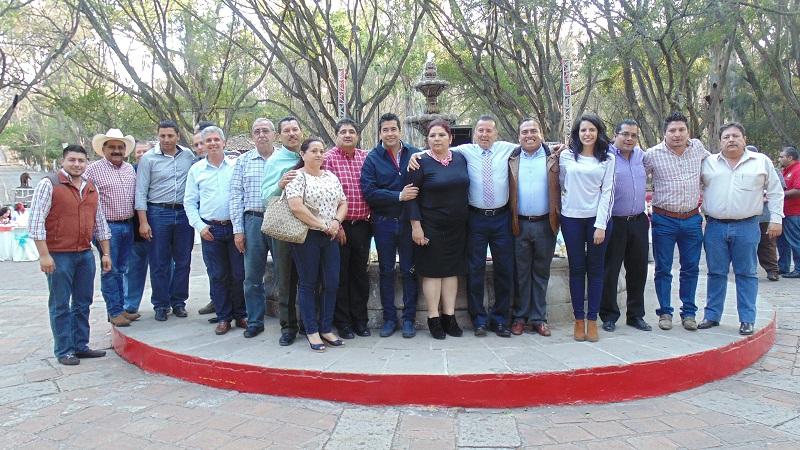 Al encuentro celebrado en el bosque Lázaro Cárdenas de Jiquilpan también asistieron el enlace del Gobierno Federal para la región, Gerónimo Color Gasca, y el vocal ejecutivo del Cedemun, Carlos Paredes
