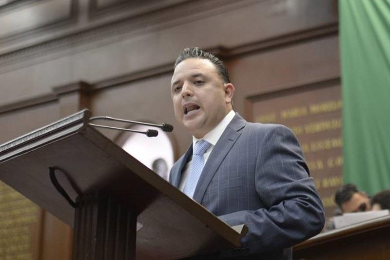 Quintana Martínez plantea establecer en la Constitución Política de Michoacán y la Ley Orgánica y de Procedimientos del Congreso del Estado, los lineamientos para retirar el fuero a servidores públicos que cometan delitos del fuero común