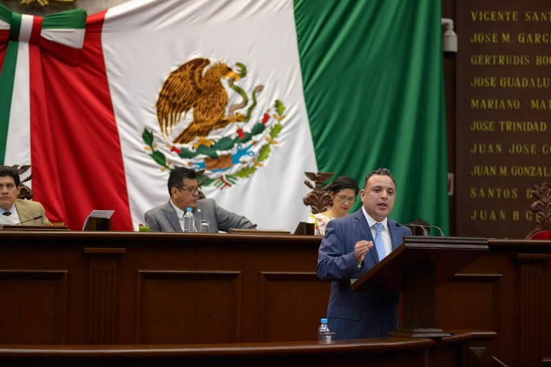 Si realmente se quiere vivir en un sistema político republicano y democrático, se debe legislar para que no existan diferencias entre gobernante y gobernado: Quintana Martínez