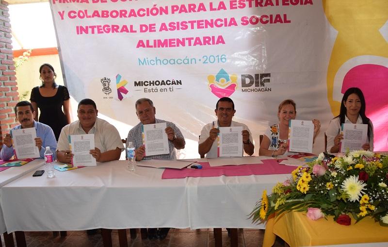 Beamonte Romero refirió que mediante la firma del acuerdo se podrán distribuir 5 mil 302 despensas armadas mensualmente a través de los Sistemas DIF municipales de esta región