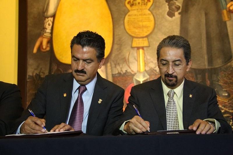 El titular de la Semarnacc, Ricardo Luna García, refirió que uno de los objetivos de este convenio es establecer una relación en el ámbito de sus respectivas competencias a fin de facilitar la planeación estatal