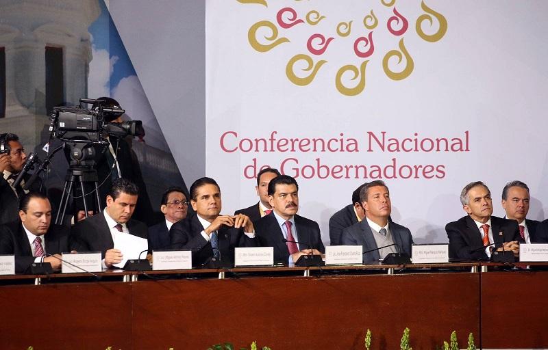 Aureoles Conejo felicitó a Gabino Cué, gobernador de Oaxaca, quien asumió la Presidencia de la Conferencia Nacional de Gobernadores.