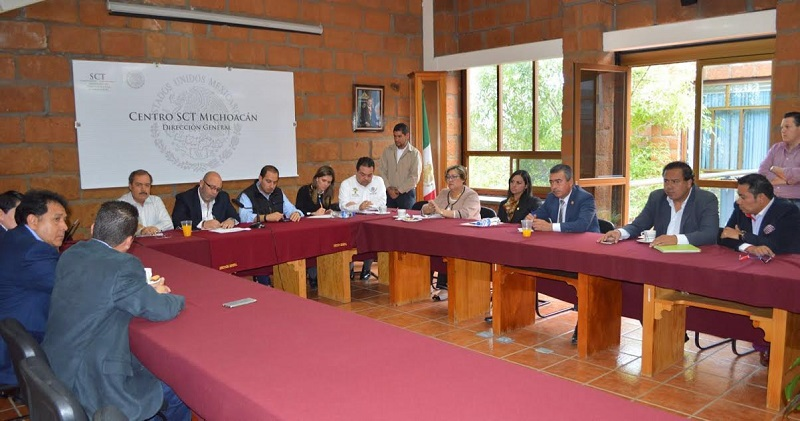 Hernández Alcalá se dijo comprometido a seguir trabajando por la modernización de caminos rurales que generen mejores condiciones vida para las diversas comunidades del Distrito 07 con cabecera en Zacapu