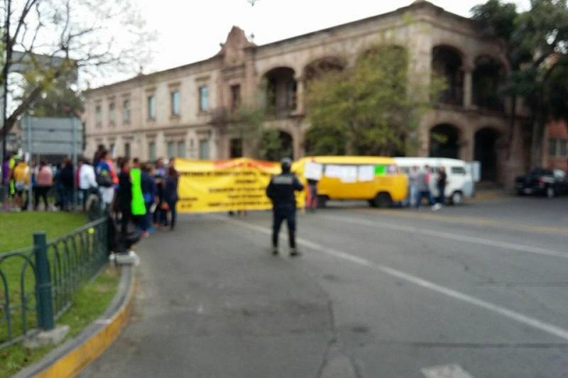 Al lugar arribaron elementos del GOES de la SSP, quienes por el momento sólo vigilan a los manifestantes (FOTO: FRANCISCO ALBERTO SOTOMAYOR)