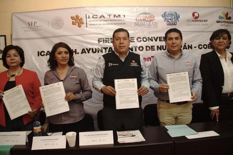 """""""Cumplir las metas que nos hemos impuesto, será sin lugar a dudas en beneficio de las y los michoacanos"""", mencionó Barragán Vélez"""