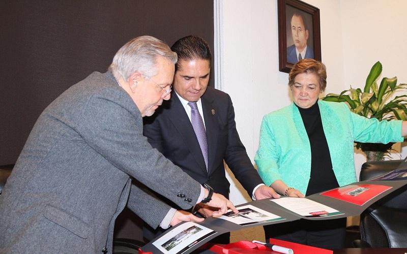 El modelo de promoción de la lectura y cultura que estableció el FCE en Apatzingán, es ya un ejemplo de trabajo que incluso otras entidades han solicitado, señala el director del Fondo