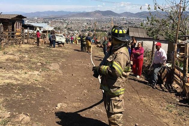Este es el segundo incendio de viviendas que se registra este viernes en las faldas del Quinceo (FOTO: FRANCISCO ALBERTO SOTOMAYOR)