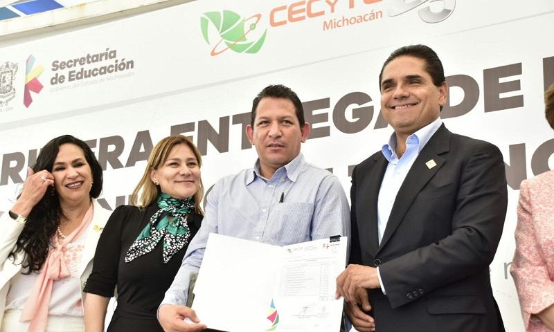 """""""No voy a quitar el dedo del renglón, la educación es el tema más importante para sacar adelante a Michoacán"""", señala el mandatario"""