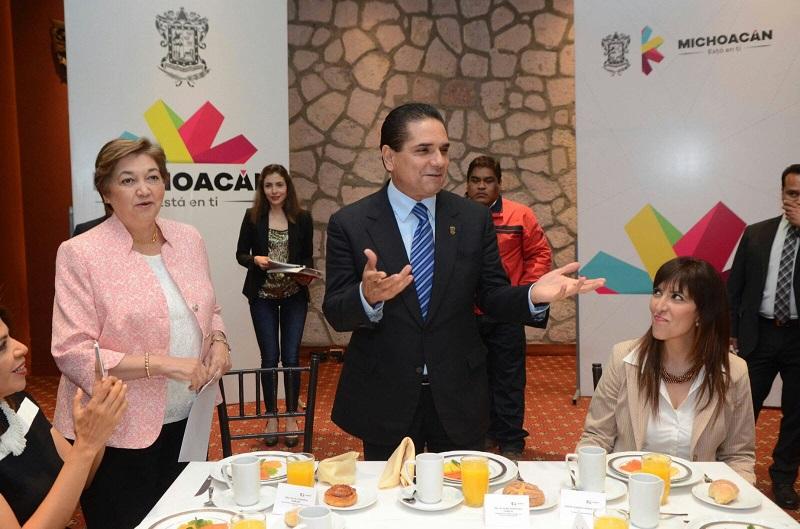 Aureoles Conejo recalcó que en los próximos días pondrá en marcha el programa de becas para jóvenes, a fin de que más michoacanas y michoacanos puedan acudir a la universidad