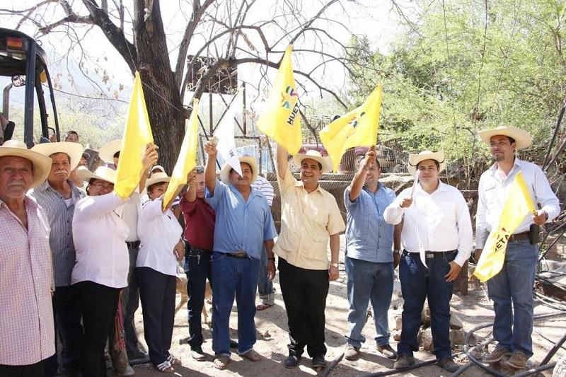 Elías Ibarra resaltó que para el gobernador Silvano Aureoles es importante dicho municipio por lo que se tendrán varias obras en beneficio de Huetamo y en especial en la Tenencia de Purechucho