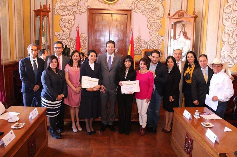 En Sesión Solemne de Cabildo, entrega el premio al Docente Innovador de mi Ciudad