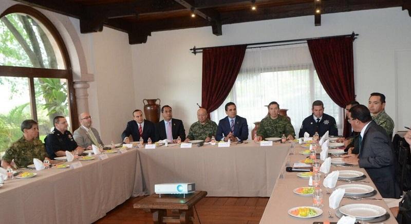 Silvano Aureoles revisó con el Grupo de Coordinación Michoacán las acciones que las áreas de seguridad estatales realizan en conjunto con las dependencias federales del rubro