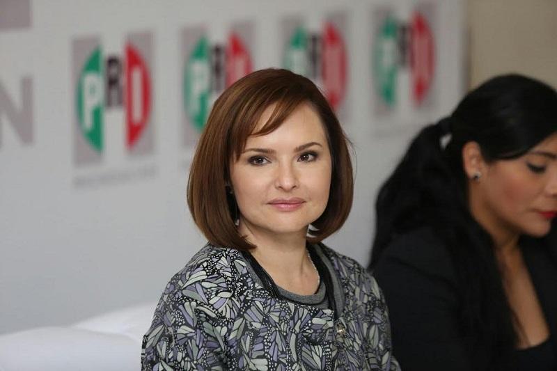 En el foro también estuvieron presentes la diputada priísta, Socorro de la Luz Quintana León y la presidenta del municipio de Santa Ana Maya, María de Jesús López Parra