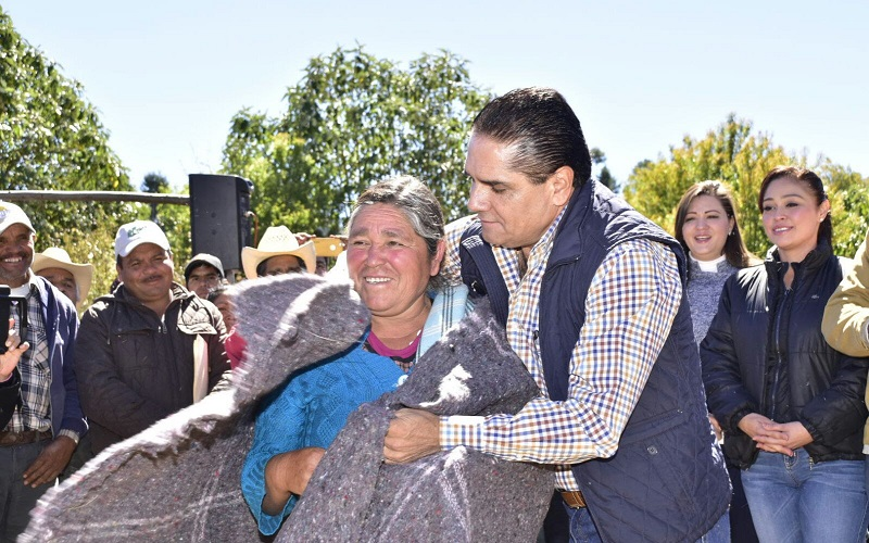 El mandatario estatal también entregó apoyos a habitantes del municipio de Ocampo