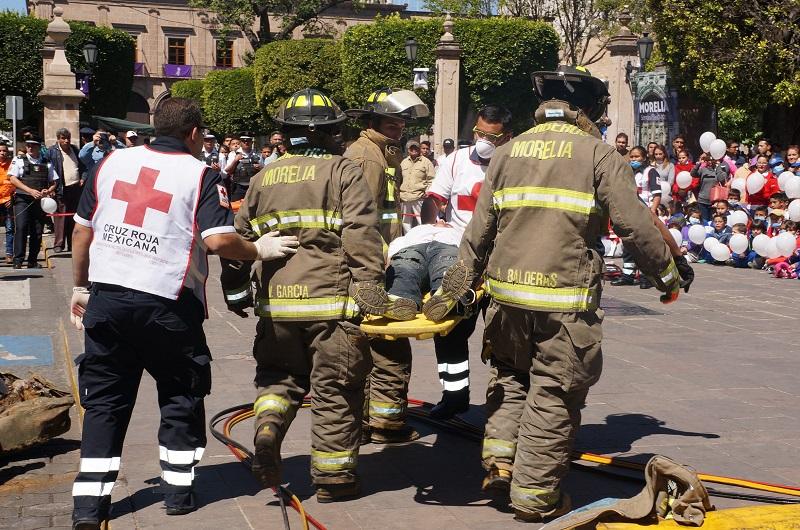 Rescatistas realizaron un simulacro de las acciones durante un accidente de vehicular