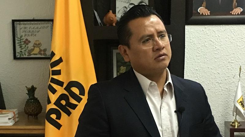 Torres Piña pide a Agustín Basave demande al Gobierno Mexicano asumir una posición de defensa de los mexicanos que radican en Estados Unidos frente al discurso racista del republicano Donald Trump