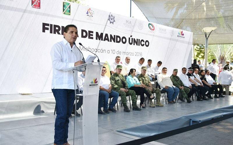 Esta administración no sólo resolverá los problemas con más policías, sino con acciones sociales, dejó en claro el mandatario en su reciente visita al municipio de Aquila
