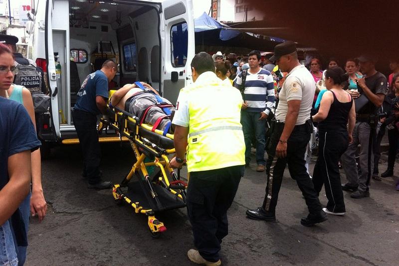 Al lugar arribaron peritos y elementos de la Coordinación de Protección Civil y Bomberos Municipales de Morelia (FOTO: FRANCISCO ALBERTO SOTOMAYOR)