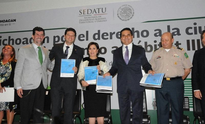 """Aureoles Conejo y la titular de Sedatu, Rosario Robles, inauguraron el Foro """"Michoacán por el derecho a la ciudad: México rumbo a Hábitat III""""."""