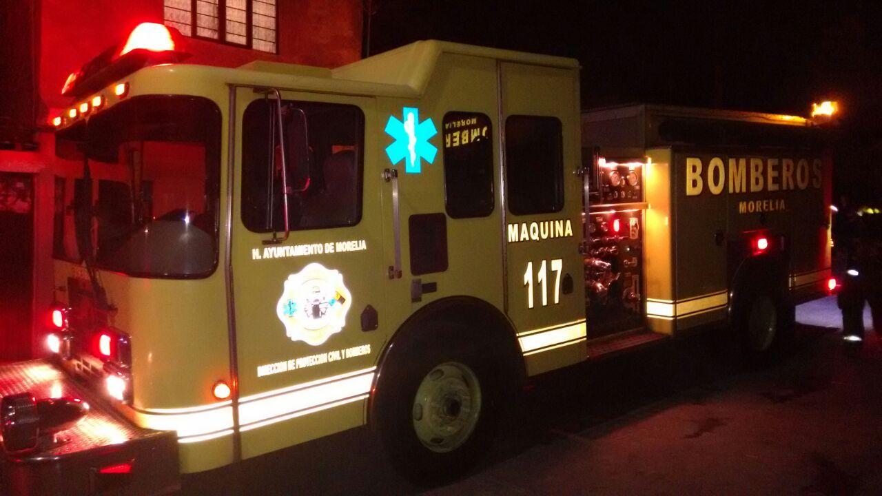 Al lugar arribaron unidades de la Coordinación de Protección Civil y Bomberos Municipales de Morelia (FOTO: FRANCISCO ALBERTO SOTOMAYOR)