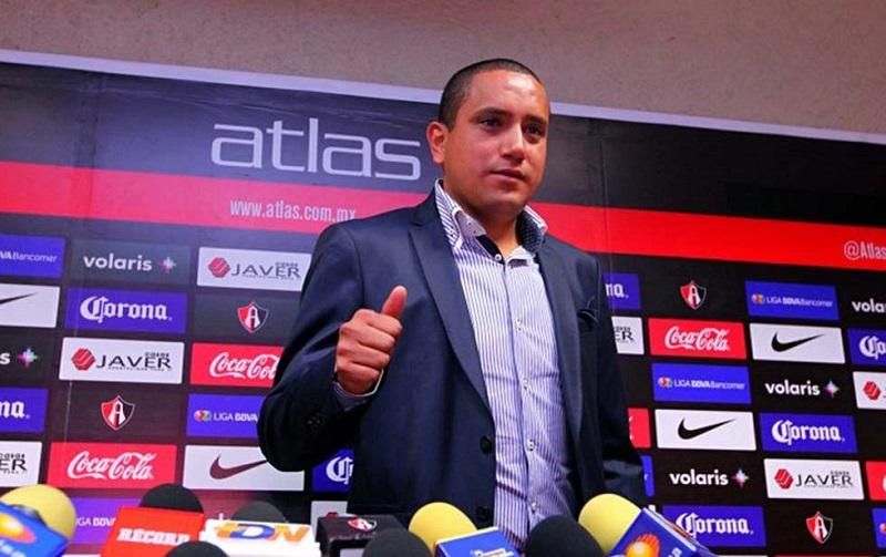 Al ahora ex directivo del Atlas también se le responsabiliza por la contratación de casi 50 refuerzos en menos de dos años y medio de gestión, que han ofrecido pocos resultados al club