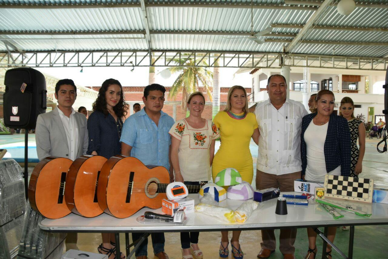 Rocío Beamonte Romero efectuó la entrega de equipamiento para Desayunadores Escolares a los municipios de Aguililla, Parácuaro y Coalcomán