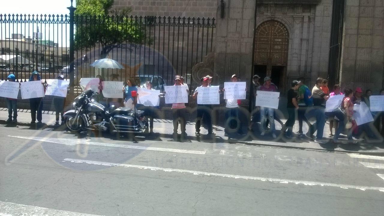 Hace una semana los manifestantes fueron retirados por el GOES de la SSP cuando cerraban la carretera para exigir que se abrieran las compuertas del Lago de Cuitzeo (FOTO: FRANCISCO ALBERTO SOTOMAYOR)