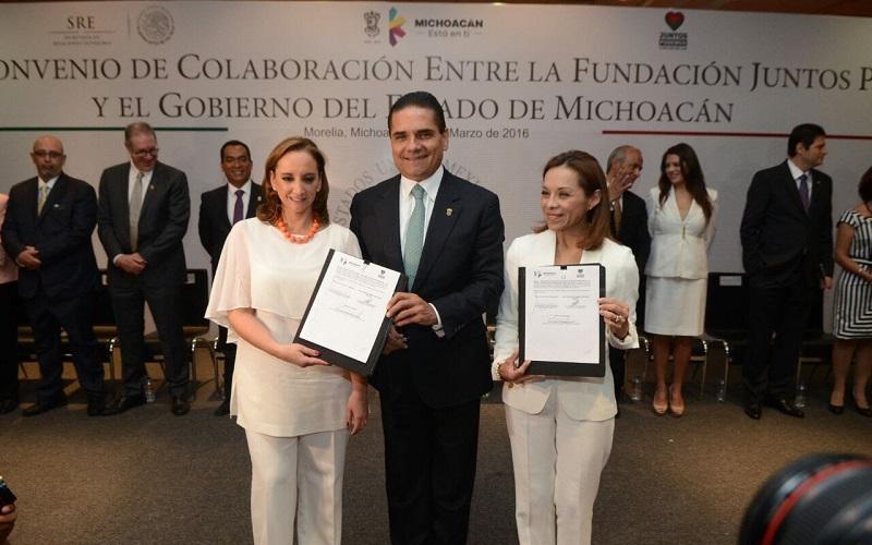 El gobernador tiene un compromiso de años con la comunidad que vive en Estados Unidos, reconoció la canciller mexicana