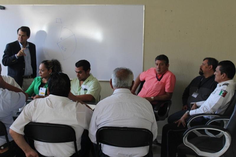 León Olea, Comisionado de Seguridad Municipal, celebró la disposición e interés de las organizaciones de taxistas para generar estrategias que coadyuven a erradicar la delincuencia en nuestra ciudad