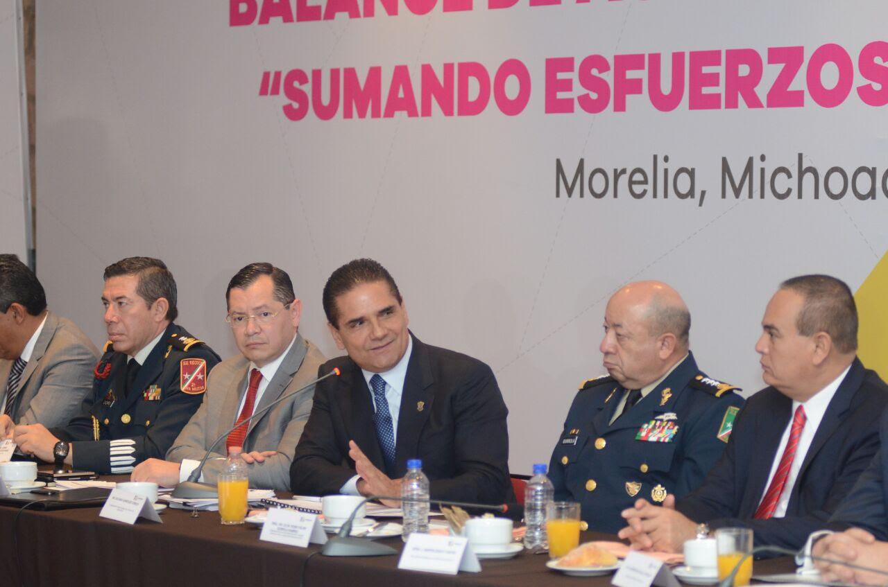 El mandatario sostuvo un diálogo abierto con directivos y representantes de medios de comunicación; según las cifras, la entidad es ahora el sexto estado más seguro del país