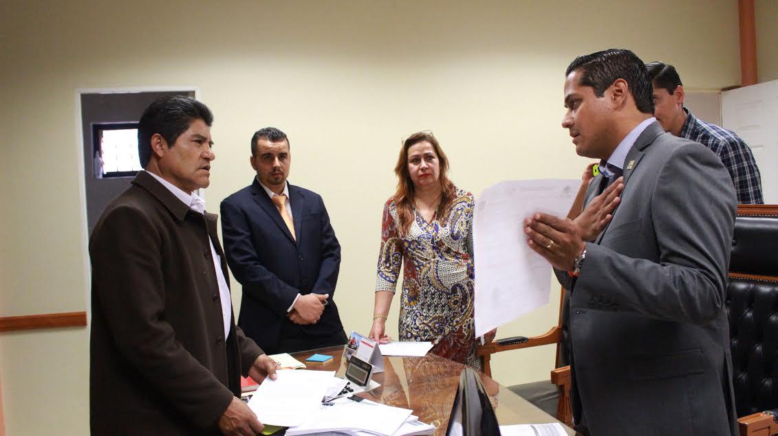 Moncada Sánchez acudió a la ventanilla de tesorería municipal de Jacona para hacer entrega de la donación referida en beneficio del deporte y los deportistas de esa región