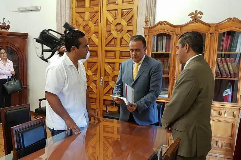 El diputado Pascual Sigala, presidente de la Junta de Coordinación Política del Congreso del Estado, recibió al Consejo del ITAIMICH