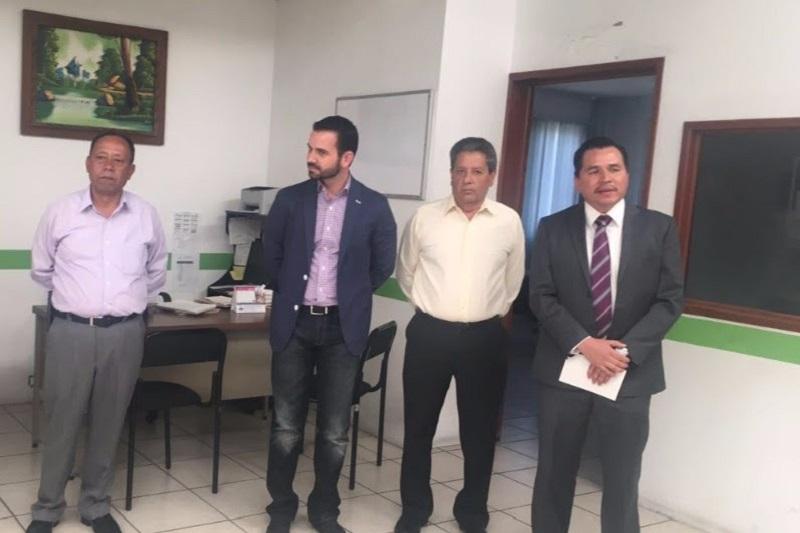 El secretario de Administración, Yankel Benítez Silva, fue el encargado de realizar el relevo institucional y dio a conocer el currículum del nuevo funcionario