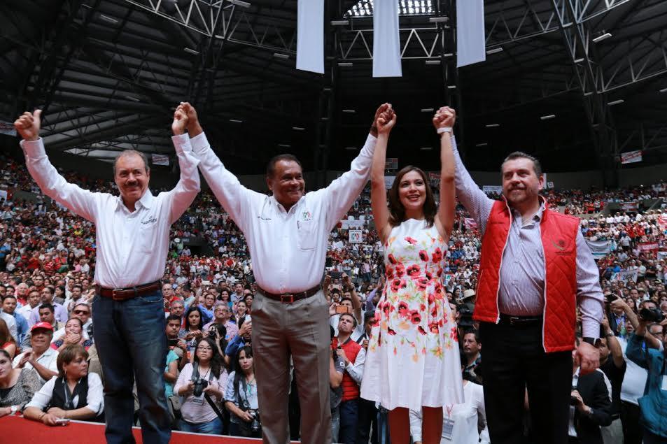 En su mensaje, Silva Tejeda aseguró que el priismo michoacano tiene la visión, el talento y el coraje para convertir en hechos los tres grandes ejes nacionales impulsados por el presidente Manlio Fabio Beltrones