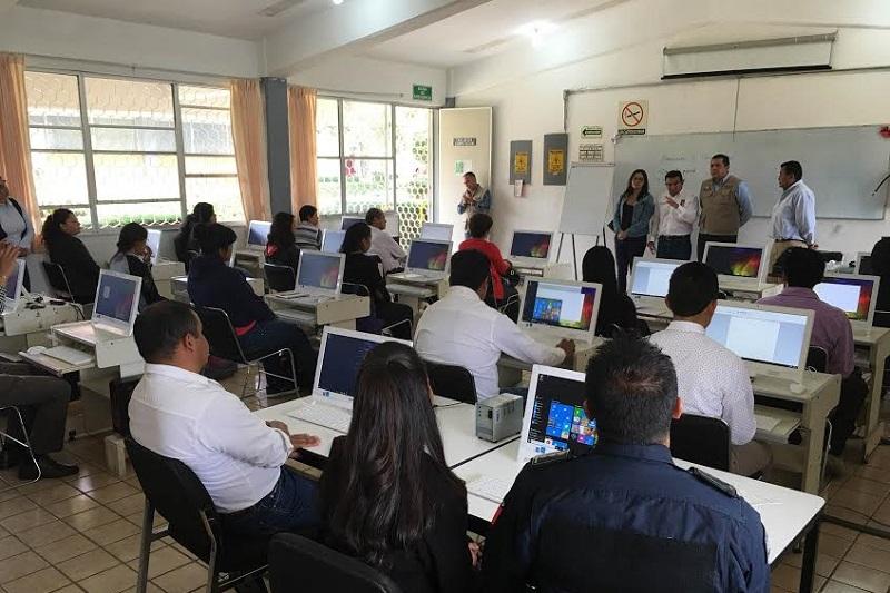 El director general, Juan Carlos Barragán, dio a conocer que en las próximas semanas se continuará con el re-equipamiento de diferentes talleres de capacitación laboral con que cuenta el ICATMI en la entidad
