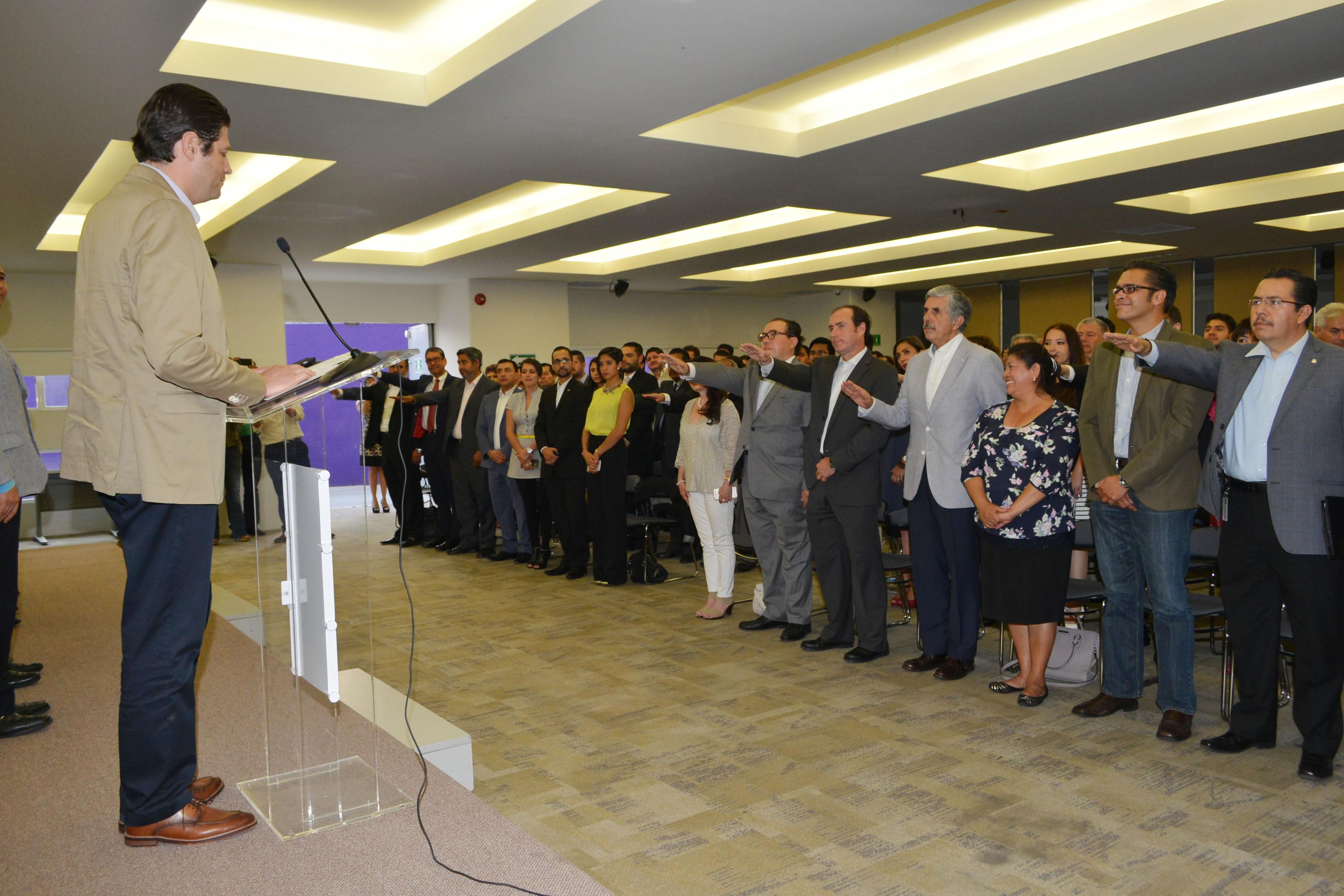 Martínez Alcázar tomó protesta a los nuevos integrantes del organismo ciudadano