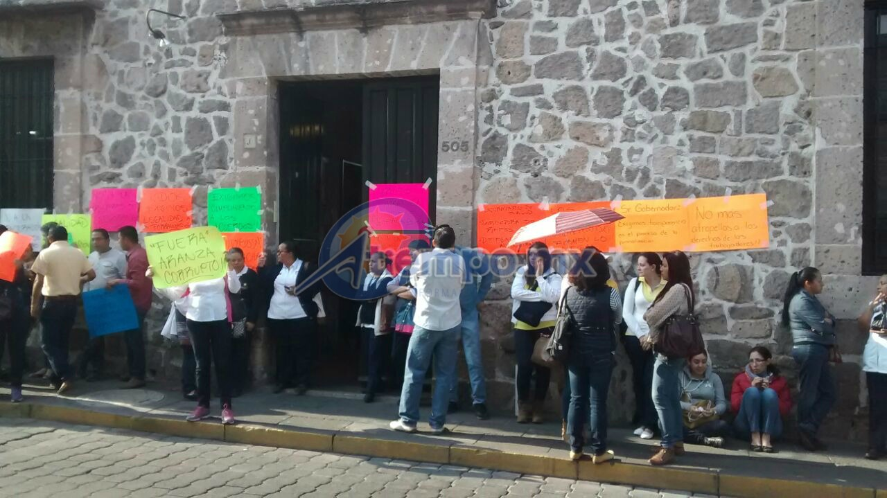 Se encuentran tomadas tanto las oficinas de la calle Allende, en el Centro Histórico, como las ubicadas en la Avenida Enrique Ramírez Miguel; en ninguno de los dos casos se han bloqueado vialidades (FOTO: FRANCISCO ALBERTO SOTOMAYOR)