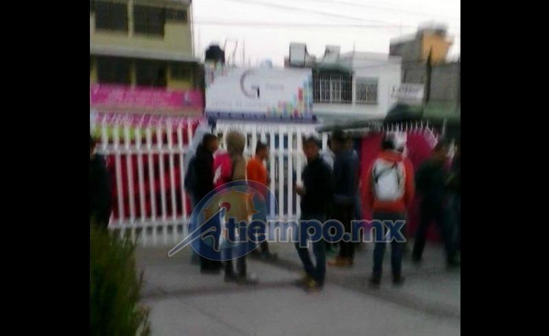 Los manifestantes exigen el pago de becas que según ellos están pendientes por parte del Gobierno de Michoacán (FOTO: FRANCISCO ALBERTO SOTOMAYOR)