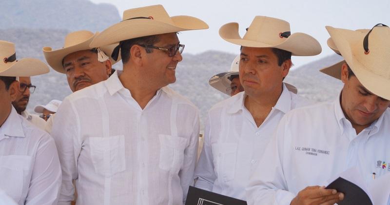 Antonio García Conejo, destacó que con la construcción de la presa en esa zona se beneficiarán más de 750 hectáreas donde cultivarán diversas semillas, para detonar la agricultura y la ganadería