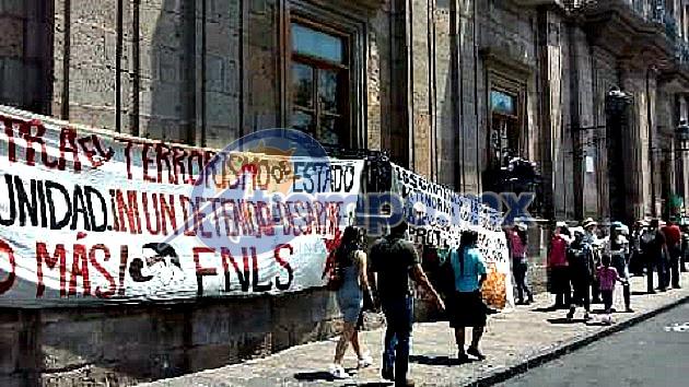 De esa forma, los manifestantes pretendieron honrar a Emiliano Zapata en su aniversario luctuoso (FOTO: MARIO REBO)