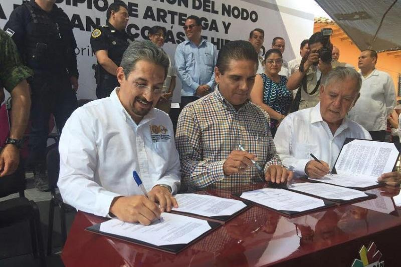 Se trata de la primera acción de la Universidad Michoacana en este municipio de la Tierra Caliente del Estado para que los jóvenes cuenten con opciones para su formación profesional: Medardo Serna