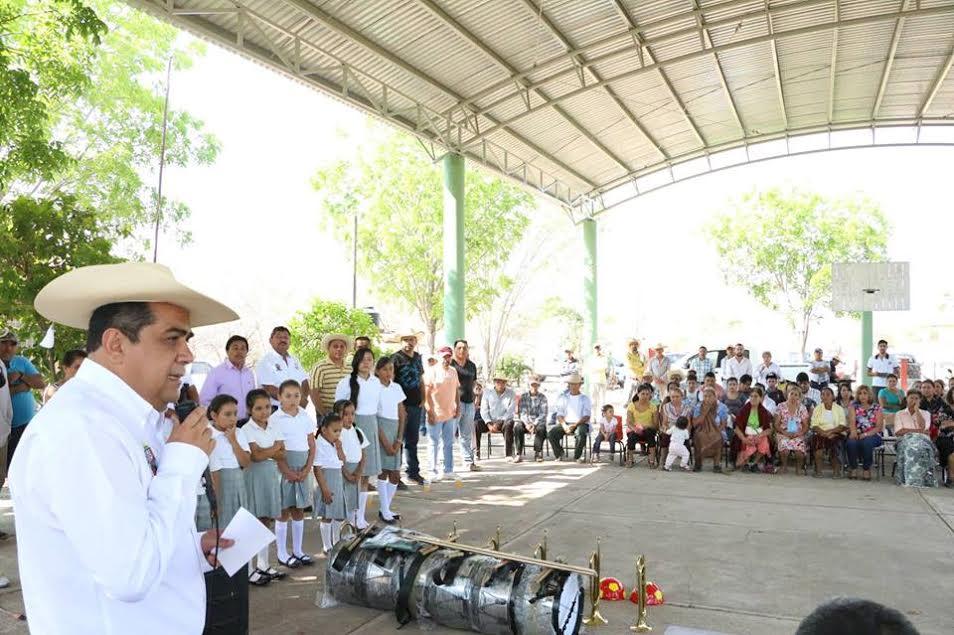 Acompañado por el diputado local de dicho distrito Juan Bernardo Corona, el alcalde recorrió las comunidades cercanas al Río Balsas, con el objetivo de analizar la situación que se tiene en dicha parte de su municipio y buscar esquemas de apoyo