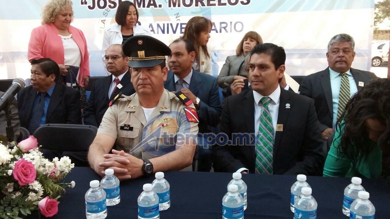 Núñez Aguilar recordó su paso como estudiante en la Escuela Secundaria Federal Número 1 de Morelia (FOTO: MARIO REBO)