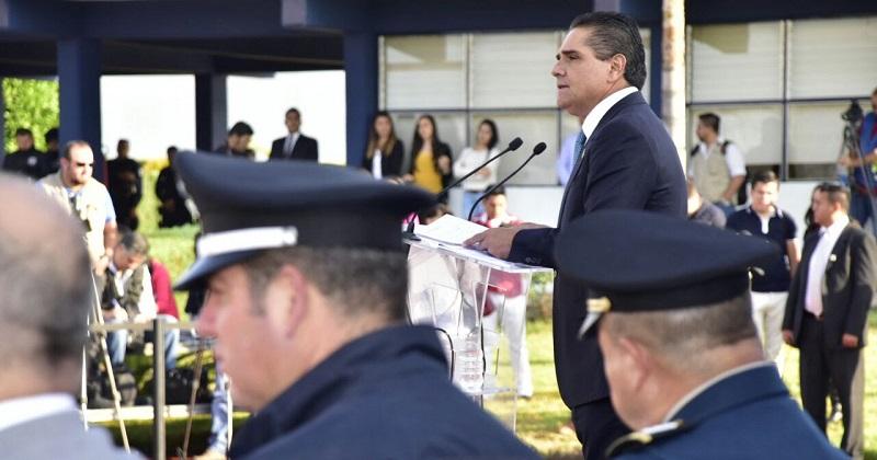 En las instalaciones del  Instituto Estatal de Formación Policial, Silvano Aureoles pidió a los 561 elementos, que hoy se incorporaron a la Policía Michoacán, velar por la  tranquilidad e integridad física de los ciudadanos
