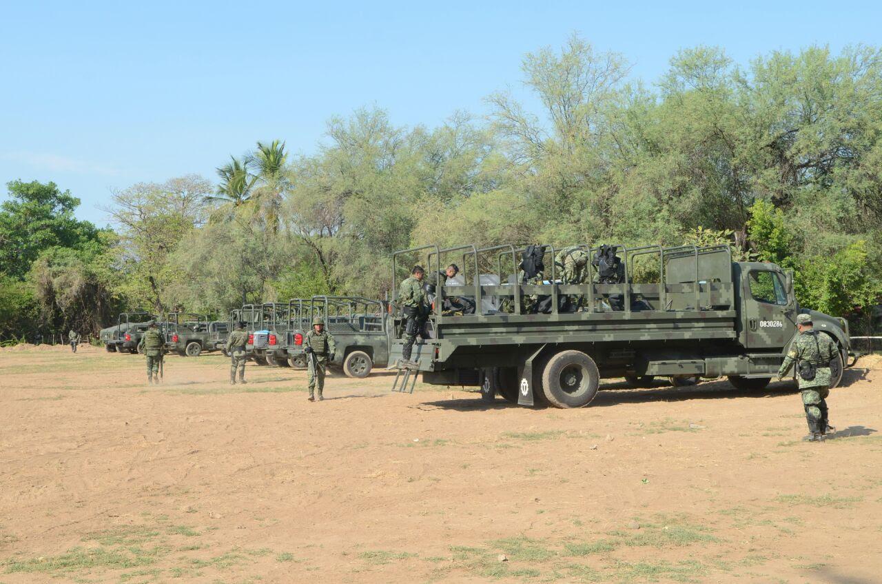 Decenas de vehículos y efectivos militares y estatales ingresaron a la comunidad en el corazón de Tierra Caliente para dar paso a la instalación de la Base de Operaciones Mixtas en esta región