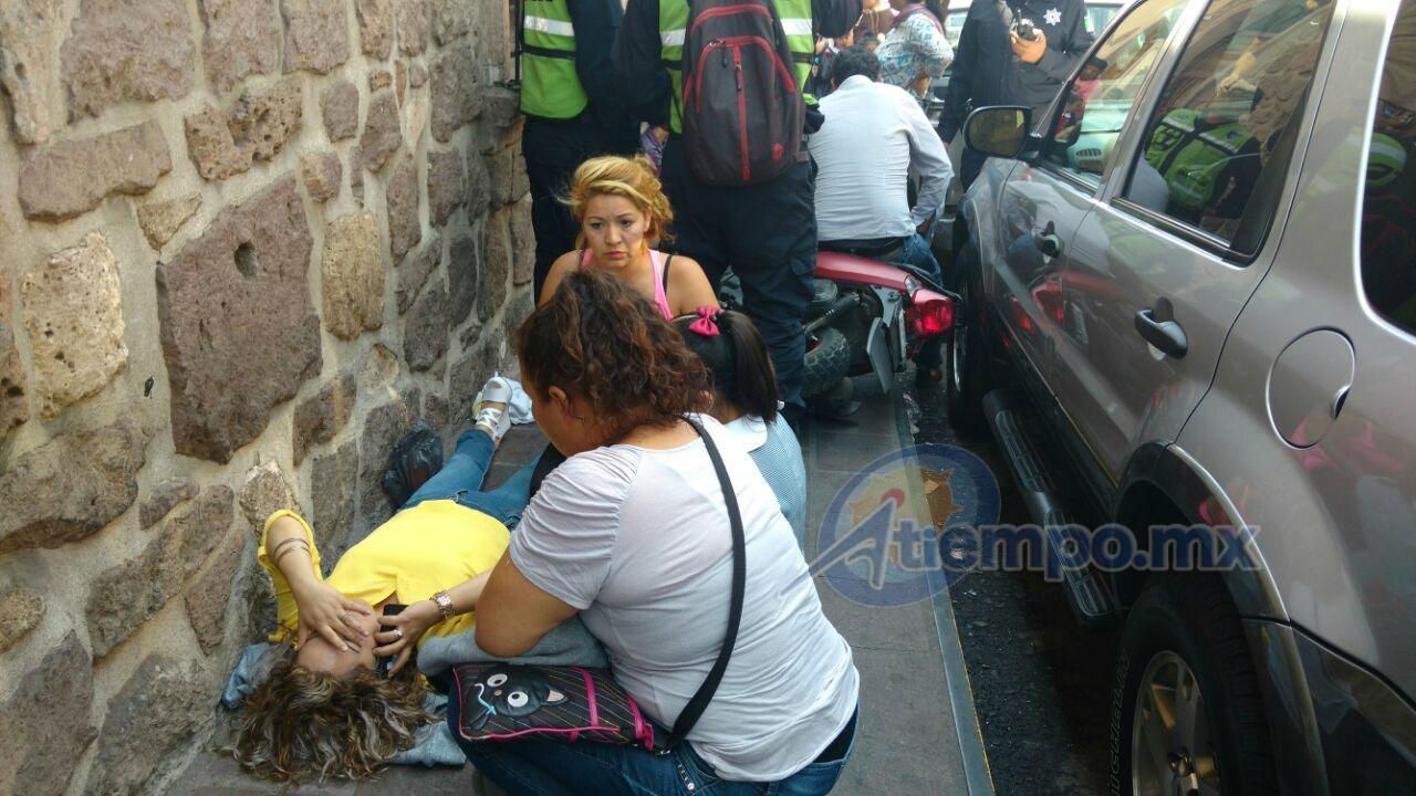 En el lugar –ubicado en la calle Andrés Quintana Roo, casi esquina con Avenida Madero-, se reportaron varios lesionados, pero las que presentan heridas de mayor gravedad son una niña y una madre de familia (FOTO: FRANCISCO ALBERTO SOTOMAYOR)