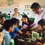 El titular de la SPI, Ángel Alonso Molina, fue quien entregó personalmente este material bibliográfico a los niños que conforman el grupo de lectura infantil de Santa Fe de la Laguna