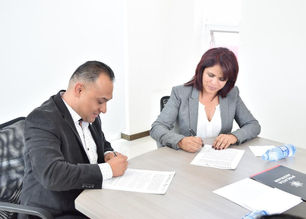 Lo anterior se dio durante la firma de convenio que signó la Secretaria con el Director General de la Policía Auxiliar del Estado de Michoacán, José Ortega Silva