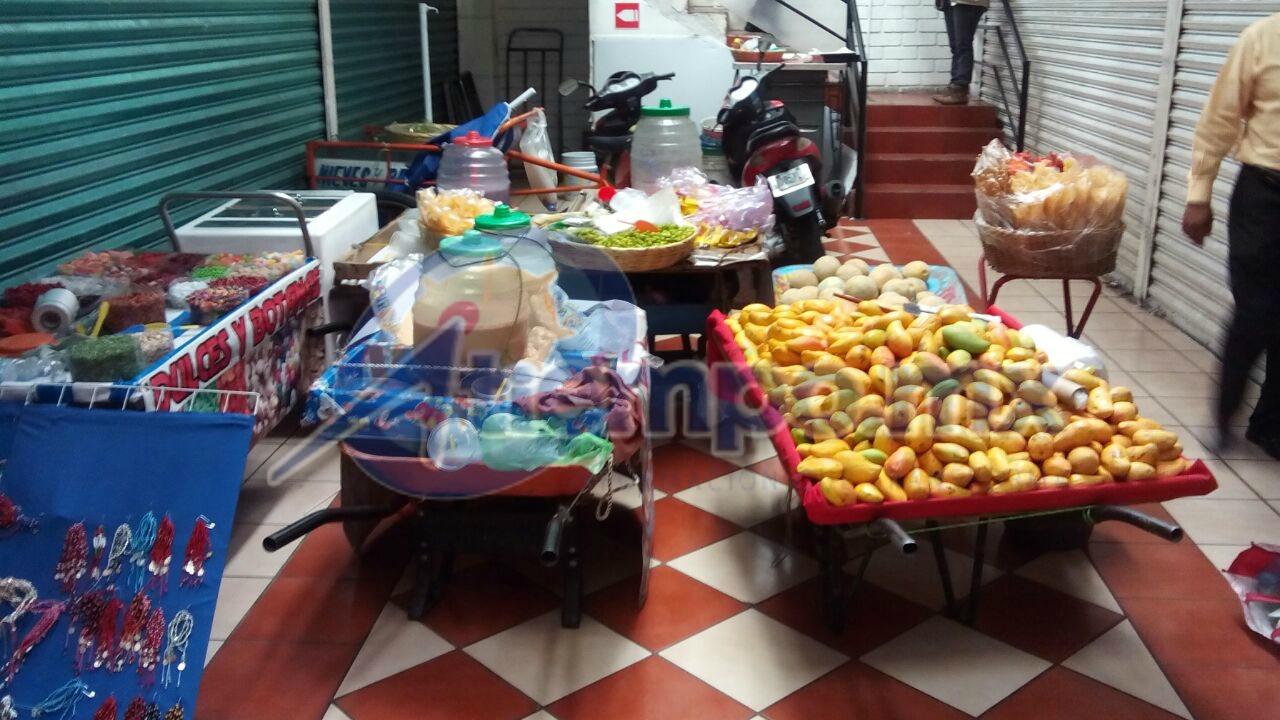 En el operativo participaron 15 inspectores municipales, encabezados por el director de Mercados, Eugenio Villalobos (FOTO: MARIO REBO)